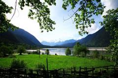 林芝-波密-米堆-然乌湖-日喀则-珠峰大本营9晚10日游